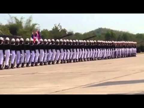 Cette parade militaire en Thaïlande va vous faire halluciner