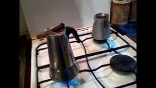 видео Как варить кофе в гейзерной кофеварке?
