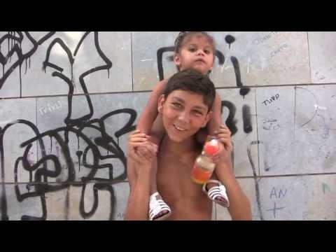 Arqueologia veïnal: nens i nenes de la plaça sant Roc (Badalona)