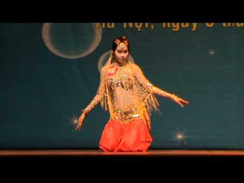 Nữ sinh THPT Xuân Mai múa Ấn Độ