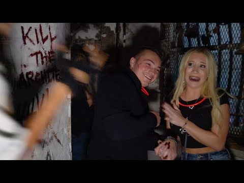 GIRLFRIEND GETTING SCARED FOR 15 MINS STRAIGHT (HAUNTED JAIL)