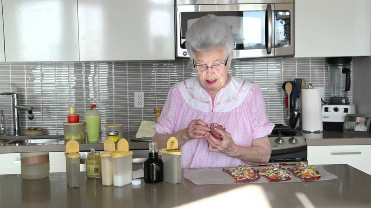 Cooking with Oma - Rouladen - YouTube