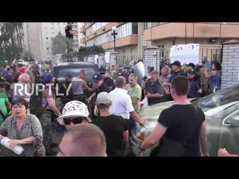 Ukraine: Nationalist battalions clash with police outside Kiev court