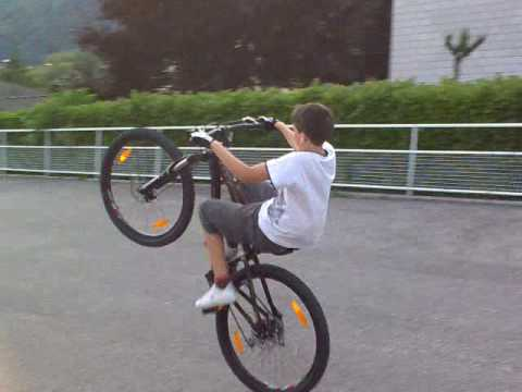 anto che impenna in bici - youtube