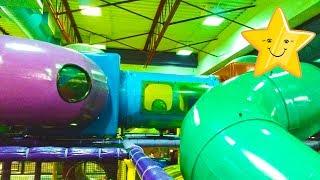 Огромная Детская Площадка в МакДональдс Америка Макс Играет Лазит Веселится ест Мороженое Plyaground