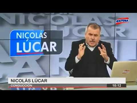 Nicolas Lucar trapea el piso con Mavila huertas de canal N