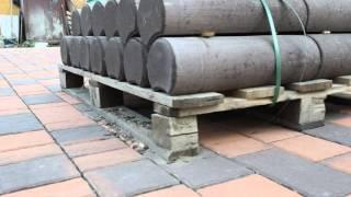Столбики бетонные - наборная клумба . Эстетично и технологично . Смотри Мостовая ру(Эти столбики стоят в укладке 1500 руб/м.пог . Ставим с армировкой бетонной подушки . Мостовая ру ландшафтный..., 2016-03-02T17:01:12.000Z)