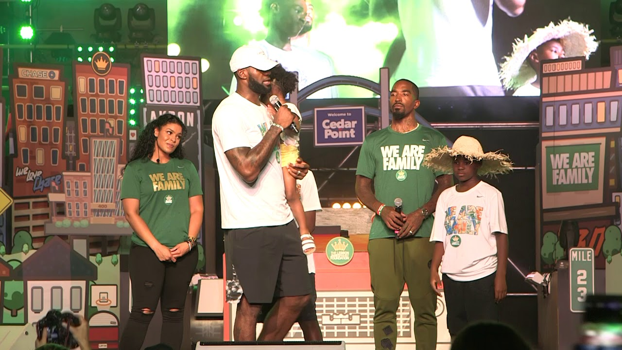 0e39c7d2cdaa LeBron James speaks to 1200 kids at