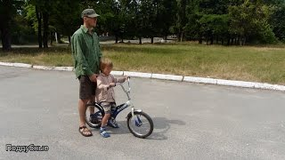Как научить ребенка кататься на велосипеде легко и быстро  Teach Your Kid To Ride A Bike(Как научить ребенка кататься на велосипеде Как научиться кататься на велосипеде легко и быстро Наша група..., 2015-06-20T14:53:17.000Z)