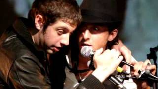 Kokomo (Beach Boys cover) by Carl Barât & Adam Green (Centre Georges Pompidou, Paris 15-09-2009)