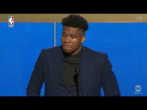 فيديو: دموع و خطاب مؤثر في فوز أنتيتوكومبو بجائزة أفضل لاعب بدوري السلة الأمريكي…  - نشر قبل 19 ساعة