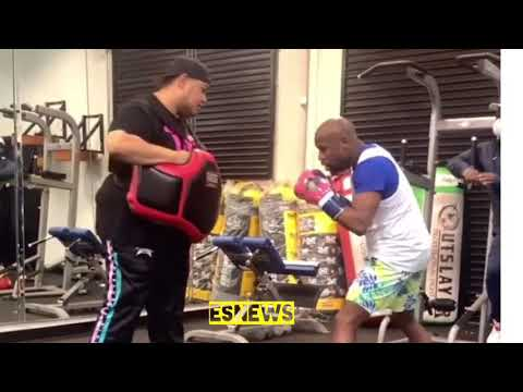 Floyd Mayweather body shots was in the gym this morning is in fighting shape
