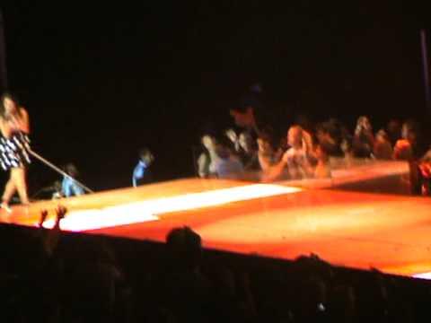 Firework - Glee live uk mp3