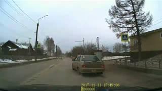 Пешеходы! Если первая машина затормозила перед вами, обязательно посмотрите, что делает вторая!