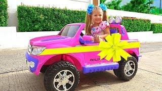 Diana e seus brinquedos novos - Presentes do dia para as crianças