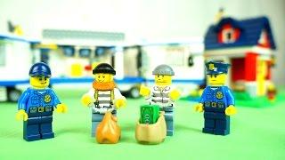 Играем с конструктором Лего. Ограбление дома. Видео с игрушками LEGO для детей.(Видео для детей. Играем с конструктором - сегодня два бандита решили ограбить LEGO дом! Они забрались внутрь..., 2016-02-20T06:58:05.000Z)
