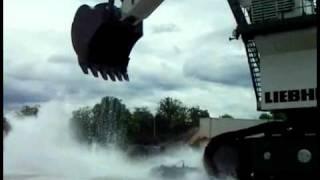 كيف تغسل سيارتك بدلو  واحد فقط من الماء