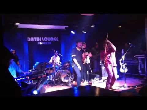 KLA Project - Terpuruk Ku Disini (Live Batik Lounge Kemang)