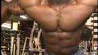 Repeat youtube video Bodybuilder Michael Lockett cable crossovers