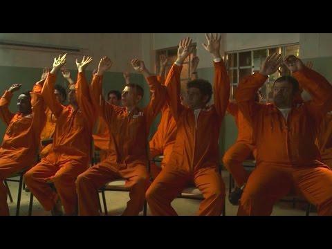 שכונה - הרגעים הגדולים: בנדה מבריח הפתעות לכלא - ניקלודיאון