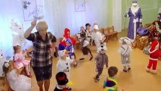 Веселый танец с погремушками  Новогодний утренник в детском саду Ясельная группа