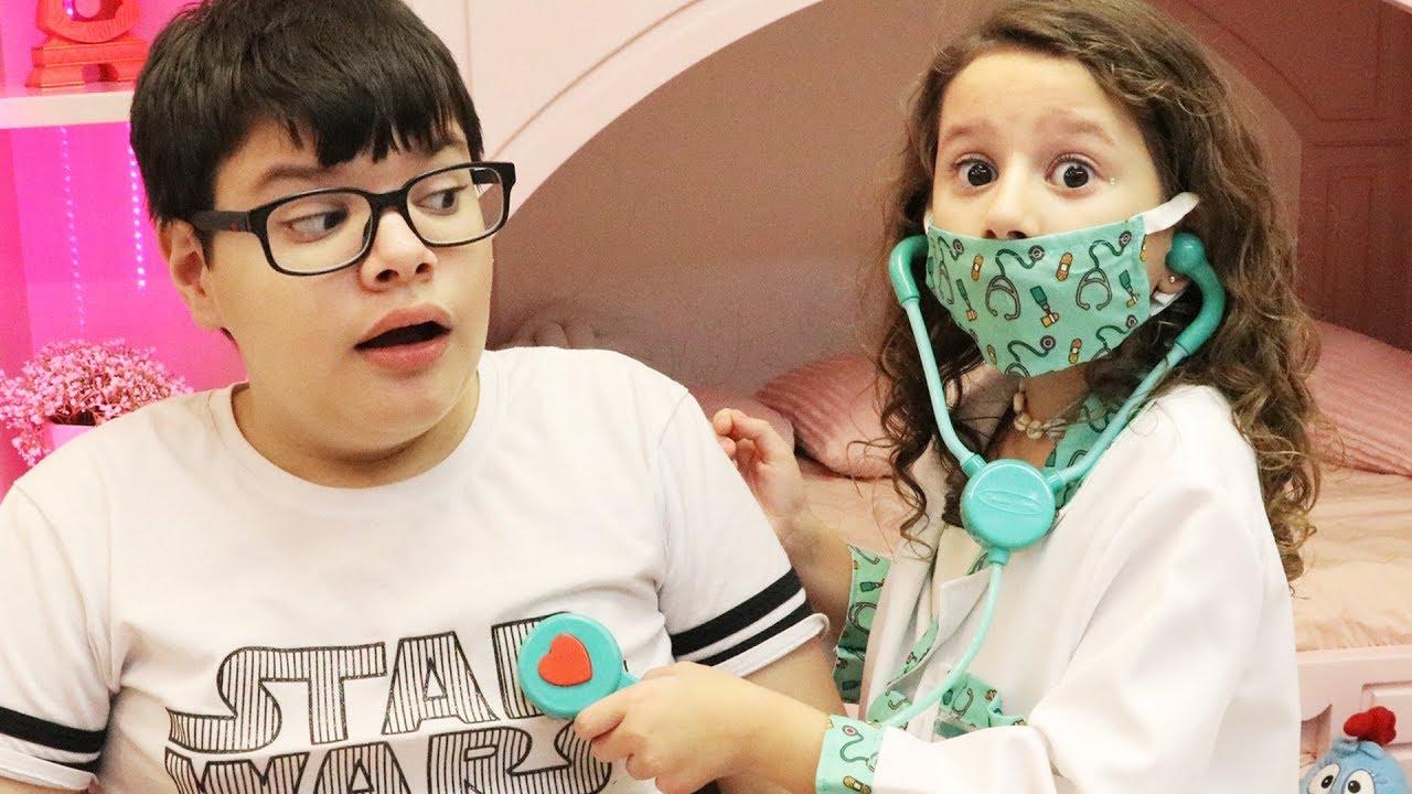 Valentina médica por um dia e salva o Victor Gabriel ♥ Pretend Play With Doctor