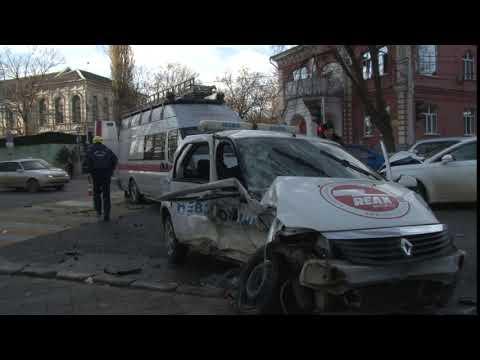 Возле мэрии Краснодара произошло серьезное ДТП с автомобилем охранной фирмы. Часть 1