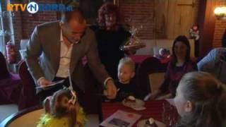 Celine de Jong ontmoet idool Gerard Joling