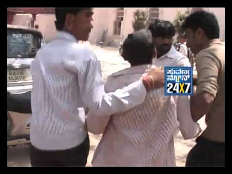 Bangalore: Lawyers attack journalists near court - Suvarnanews