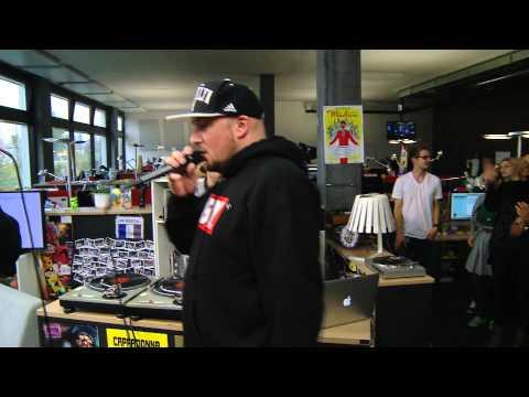 Kool Savas & Xavier Naidoo aka XAVAS - Schau nicht mehr zurück (Live at joiz)