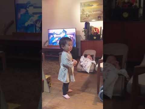 映画「曇天に笑う」のダンスを完コピする赤ちゃん~サカナクション/陽炎