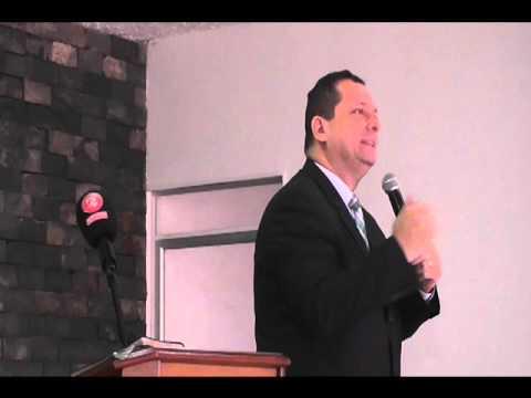 PASTOR CRISTIAN BUITRAGO DE LA IGLESIA ASAMBLEA DE DIOS EN EL BARRIO SAN MARTIN 39 AÑOS DE LA IGLESI