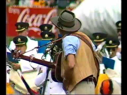 Slim Dusty sings Waltzing Matilda at 1984 VFL Grand Final
