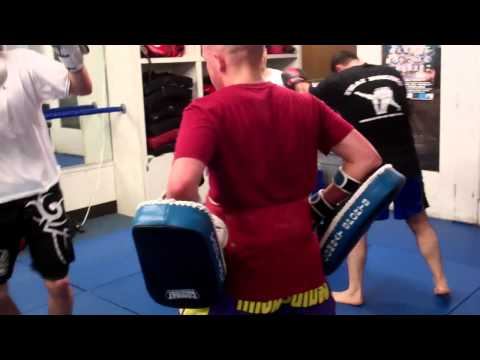 Redondo Beach Muay Thai |  Kickboxing Torrance Free Intro Class 310-376-1602