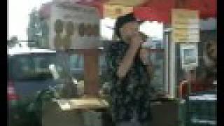 Foire de Longwy sur le Doubs l'homme à l'harmonica