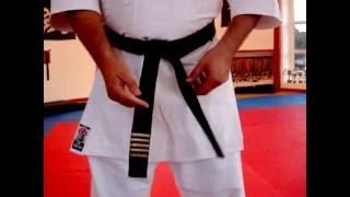 Как завязывать пояс(Сэнсэй Дмитрий Камазин учит как завязывать пос в каратэ.Вариант для учеников., 2016-08-18T19:05:42.000Z)