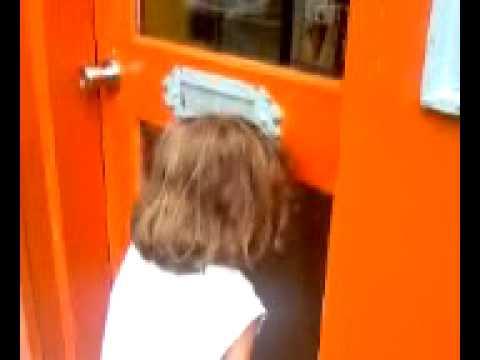 Child has retail meltdown in Montreal