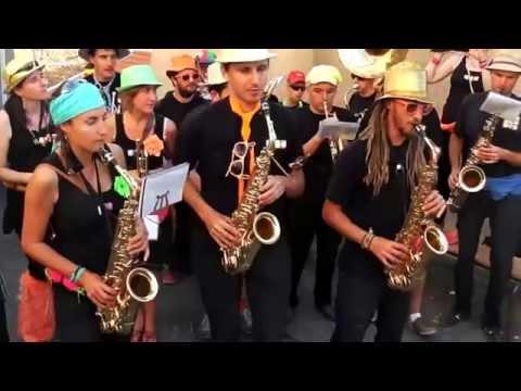 L'encantada - La Fanfare à la Noix à La Tour-en-Jarez 2014