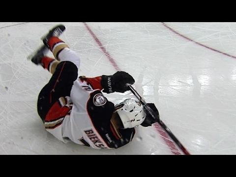Bennett rocks Bieksa with hit in corner