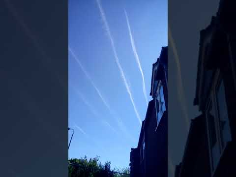 Very strange cloud trails above my house - Lincoln UK - On Israel's 70th anniversary - JW.org