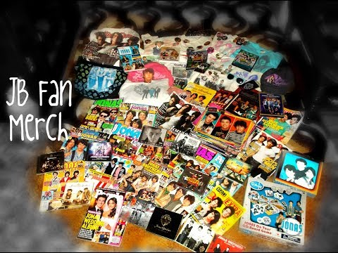 showing-my-jonas-brothers-fan-merch!