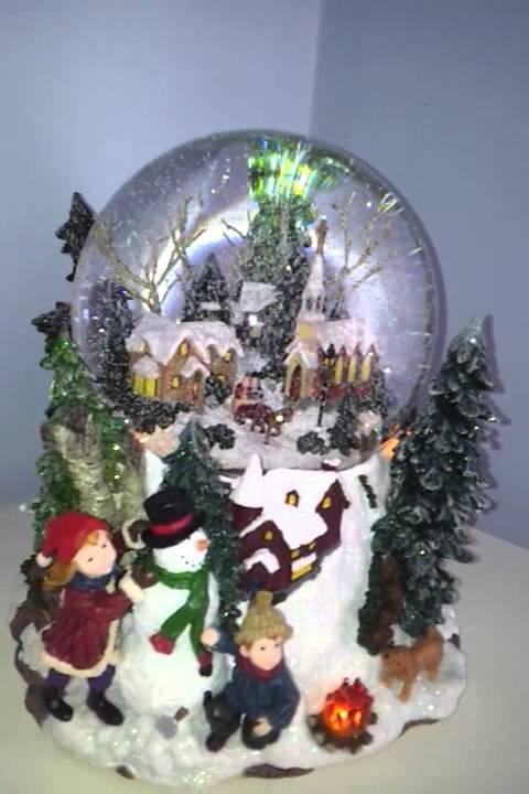 Bola de nieve musical de navidad con escenario invernal for Dibujos de navidad bolas