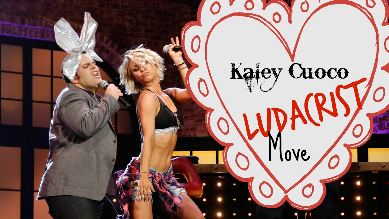 Kaley Cuoco Shows Off Her Killer Abs - YouTube