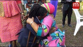 Mbunge ashindwa kujizuia mbele ya watoto