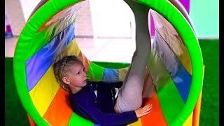 В Новом Детском парке развлечений и приключений для всей семьи батуты и яркие цветные горки