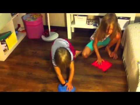 Дети моют пол фото