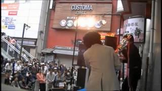 第38回の松戸まつりで開催された素人のど自慢大会の優勝シーンです。沢...