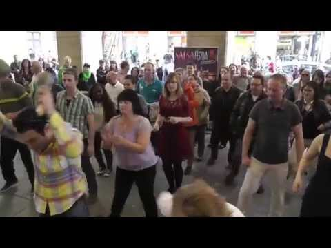 19.04.2014: Salsa -Flashmob vorm Café Prag in Dresden
