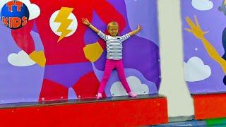 ВЛОГ Едем с Ярославой в Развлекательный Центр - Большая горка, Батутный Комплекс Видео для детей