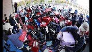 使い終えた約9000個のランドセルをアフガニスタンの子どもたちに送る企画「ランドセルは海を越えて」の荷造り作業が6日、横浜市内で行...